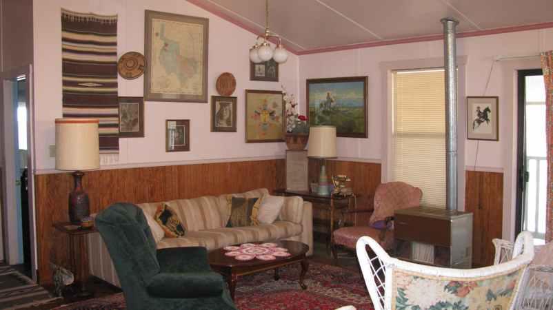 Comfortable Home bed & breakfast   hill top cafe, fredericksburg, texas